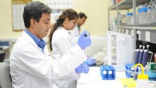 AIDS_researchers-cc
