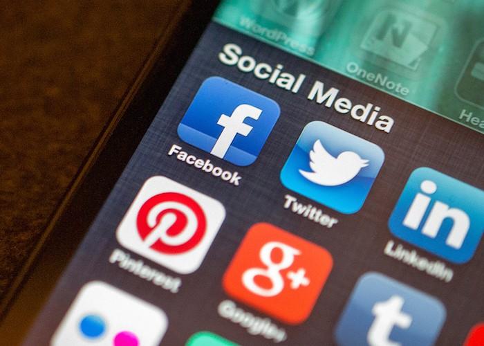 FacebookTwitter-cc