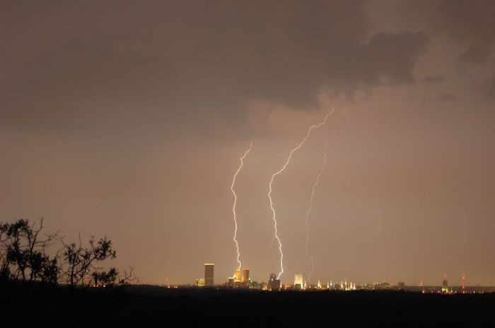 Lightning_over_Tulsa-cc
