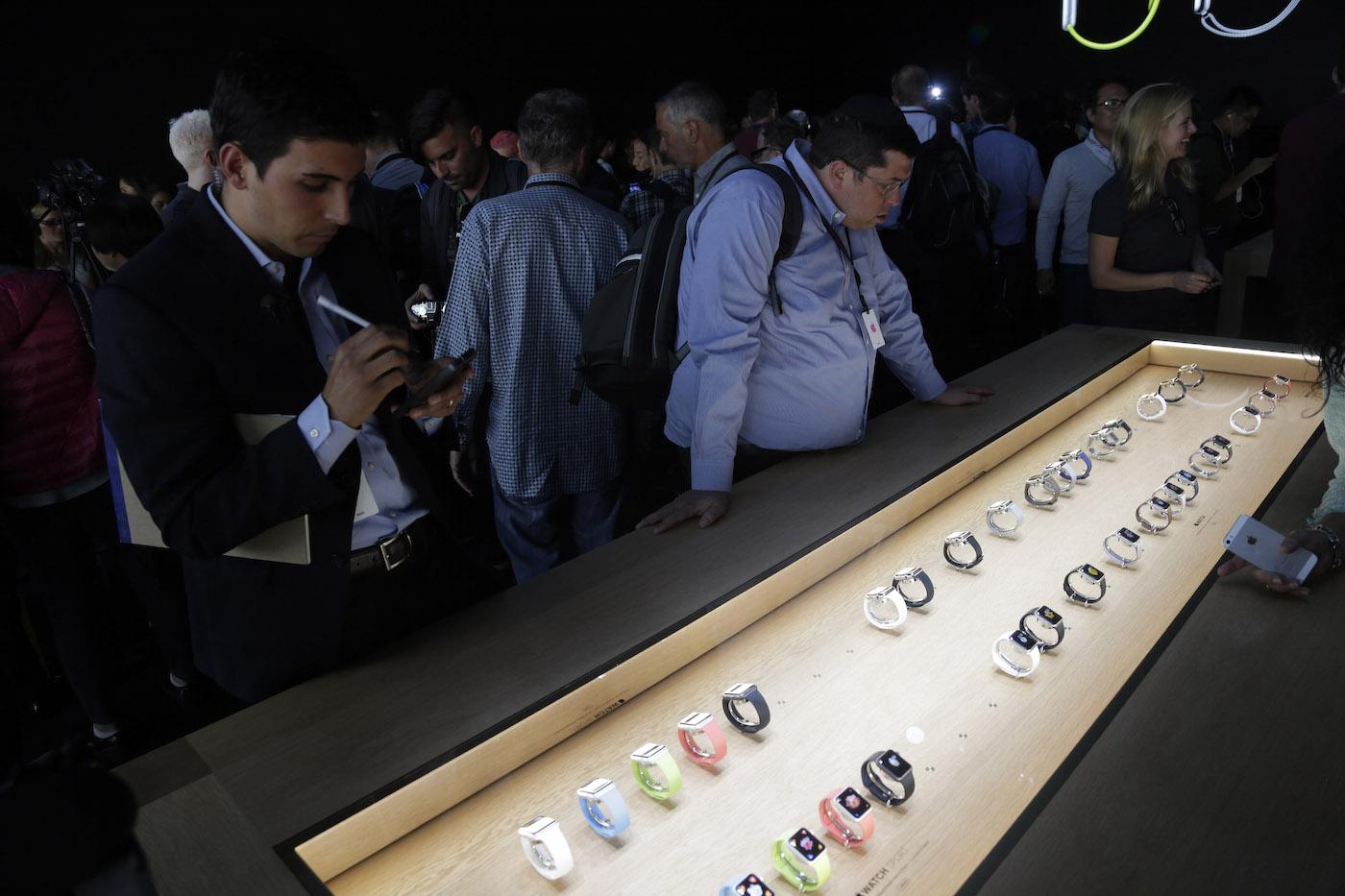 apple-watch-display-case-ap