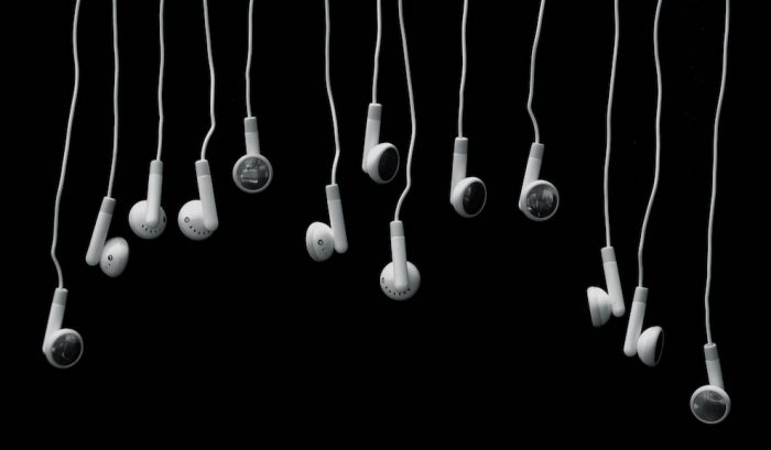 earbuds-headphones-cc