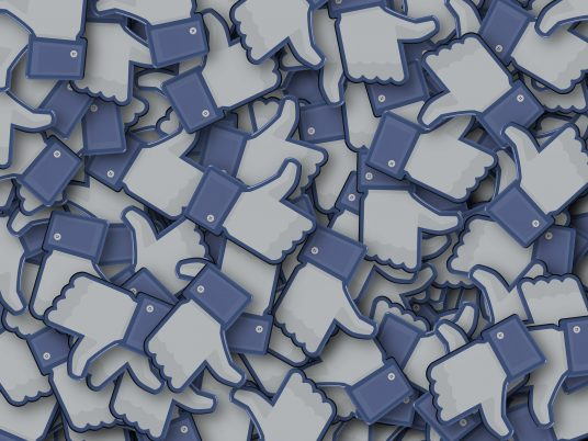 Facebook is reportedly interested in licensing publishers' content for its News tab this fall