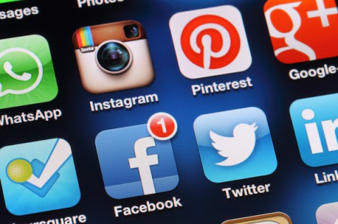 Complicating the network: The year in social media research