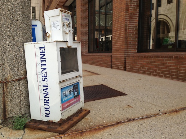 milwaukee-journal-sentinel-newsbox