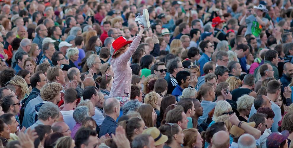 netherlands-crowd-cc