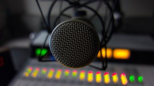 radio-microphone-cc