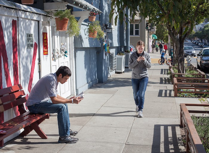 texting-phone-walking-cc