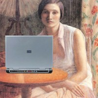 women-blogger-painting-laptop-cc